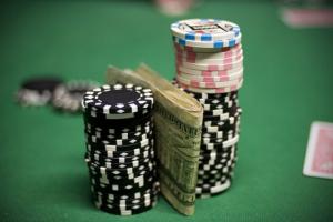 Бэкинг в покере