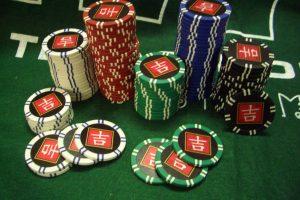 По сколько фишек раздавать в покере?