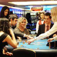 Какое максимальное количество игроков в покер?