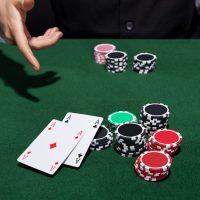 Как научиться играть в покер с нуля бесплатно?