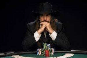 Как стать профессиональным игроком в покер?