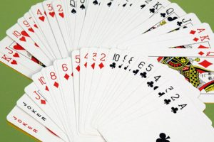 Сколько карт и как раздается в покере?