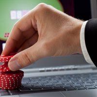 Стоит ли играть в покер?